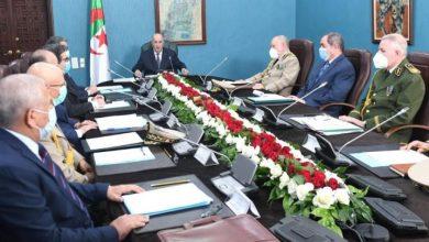 صورة رئيس الجمهورية يترأس اجتماعا لدراسة الأوضاع الأمنية والمالية