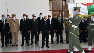 صورة الرئيس تبون.. الجزائر لن تتراجع عن استرجاع رفات مقاوميها