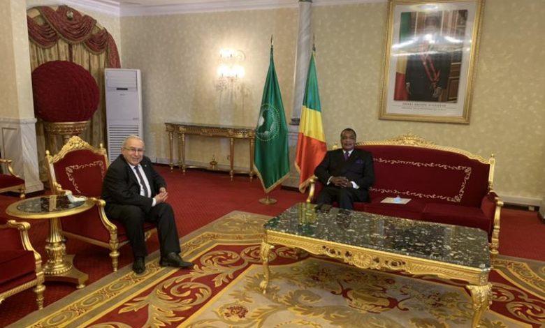 صورة لعمامرة يلقتي مع رئيس الكونغو