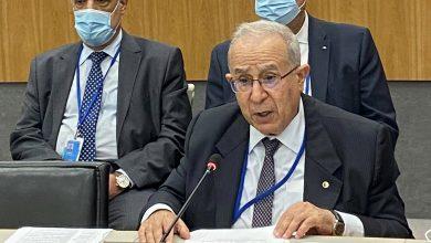صورة لعمامرة يجدد دفاع الجزائر عن القضايا العادلة