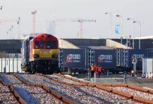 صورة القطارات لنقل منتجات الحديد والصلب بدل الشاحنات